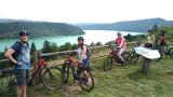 De superbes panoramas sur le lac de Vouglans jalonnent les parcours VTT