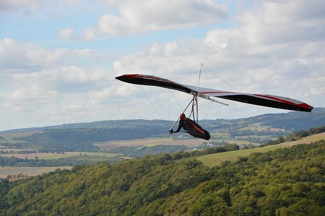 hang-gliding-3692105_640