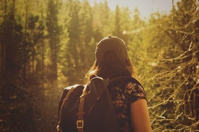 hiker-846094_640