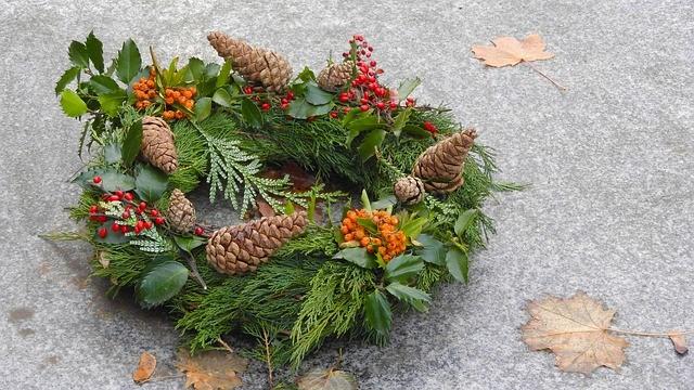 holiday-wreath-2995941_640
