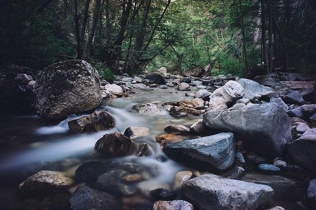 rocks-1246183_640